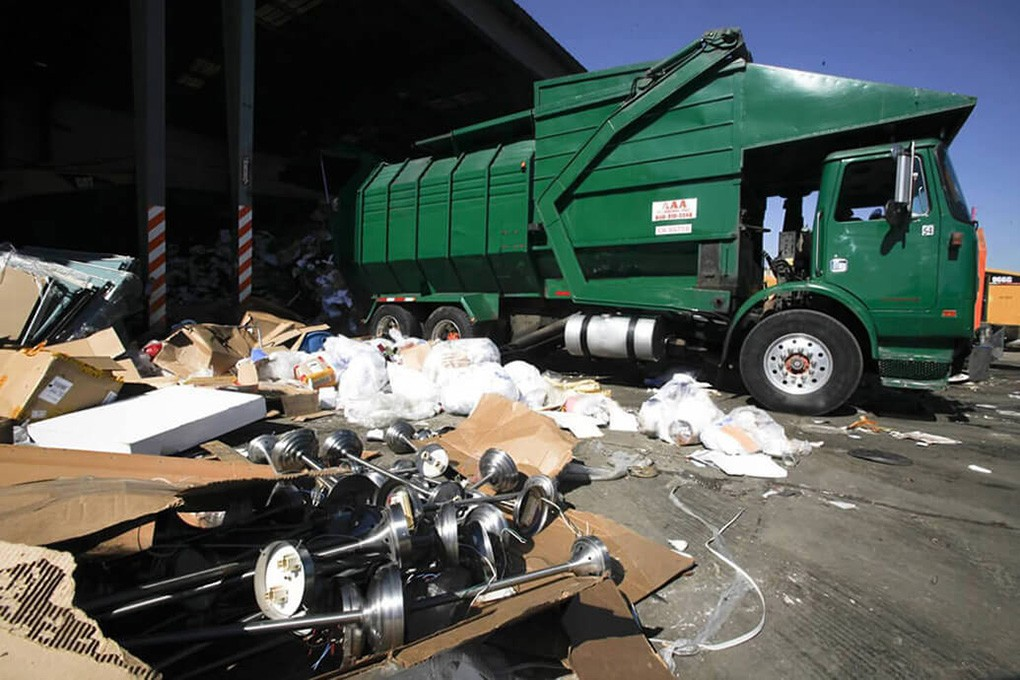 Trash Hauling-Henderson Dumpster Rental & Junk Removal Services-We Offer Residential and Commercial Dumpster Removal Services, Portable Toilet Services, Dumpster Rentals, Bulk Trash, Demolition Removal, Junk Hauling, Rubbish Removal, Waste Containers, Debris Removal, 20 & 30 Yard Container Rentals, and much more!